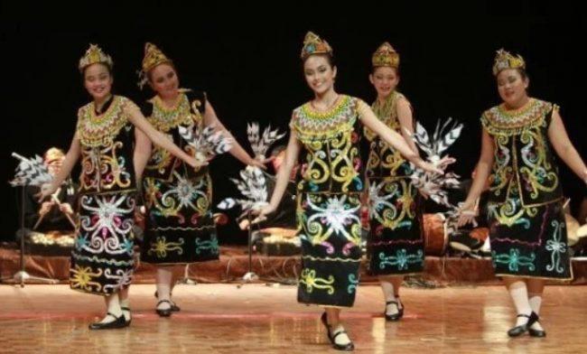 Pakaian Adat Dayak Kalimantan Timur