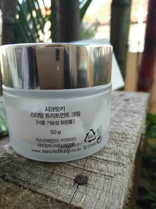 Kemasan kaca Secret Key : Starting Treatment Cream (tampak belakang)