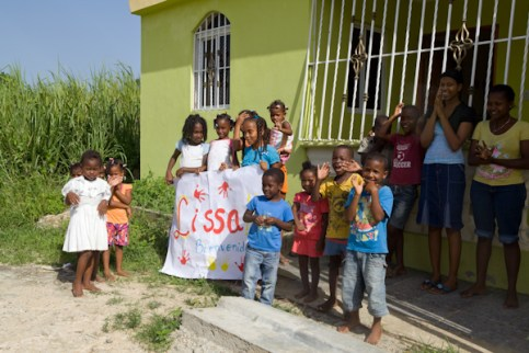 Children awaiting our arrival at the Dominino school house.