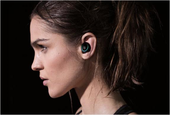 the-dash-wireless-in-ear-headphones-2