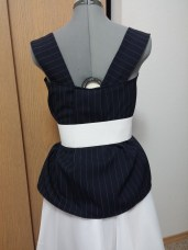 Back View: With a white elastic belt