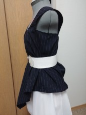 Side View: With a white elastic belt. The rectangle design gives this a high-low look.