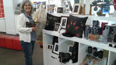 ART FOR SALE BENDIGO VISITORS INFORMATION CENTRE USING HER IMAGES SHARON HAS THEN HAD THEM PRINTED ONTO FABRIC AND CREATED HAND MADE ART PIECES THAT ARE OFF THE WALL! CUSHIONS AND SMALL ZIPPER BAGS ARE ON SALE ALONG WITH TRADITIONAL ART PIECES THAT HAVE BEEN HAND COLOURED BY SHARON GREENAWAY