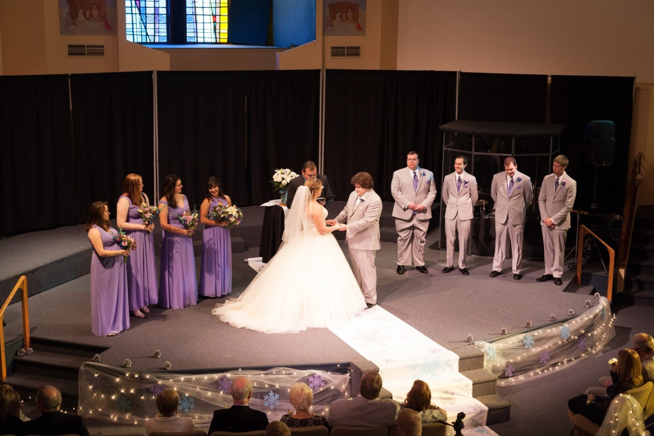 A great shot of the entire wedding party
