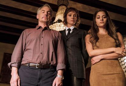"""IMPOSTERS -- """"Is a Shark Good or Bad?"""" Episode 105 -- Pictured: (l-r) Brian Benben as Max, Uma Thurman as Lenny Cohen, Inbar Lavi as Maddie -- (Photo by: Ed Araquel)"""