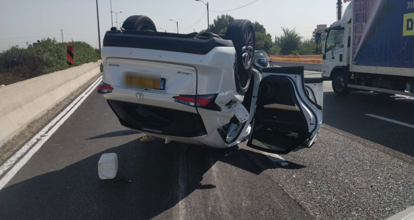 תאונת דרכים מחלף מורשה רמת השרון רכב הפוך 26.10.2020