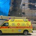תאונת עבודה באתר בנייה ברמת השרון - ניידת טיפול נמרץ