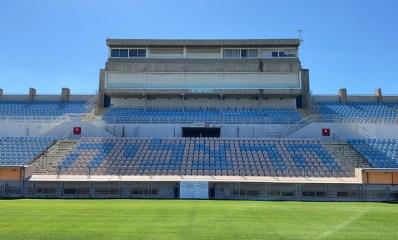 היציע המערבי באצטדיון: העירייה החליטה על סגירתו