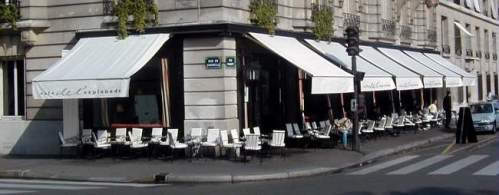 exterior shot of the cafe de l'esplanade in the 7th