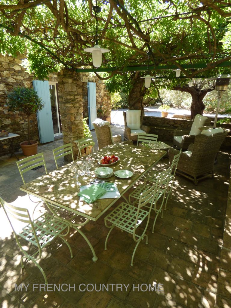 dining in the shade in south of france