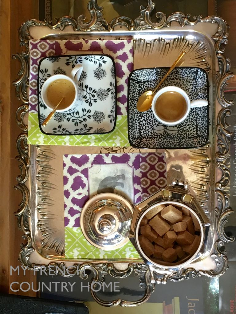 silver tray wit coffee cups