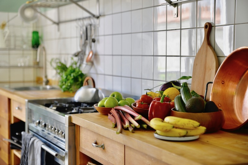 guest and house La maison et l'atelier kitchen
