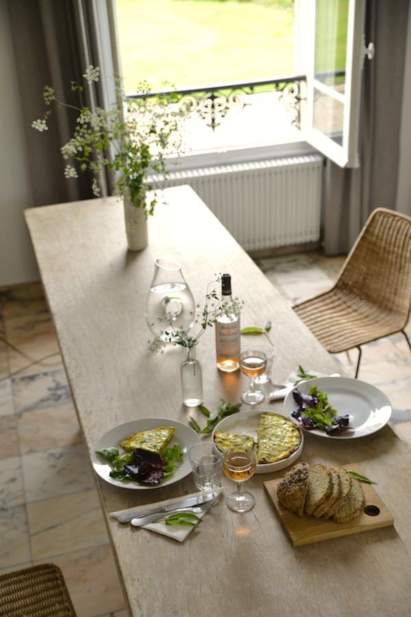 guest and house La maison et l'atelier evening meal