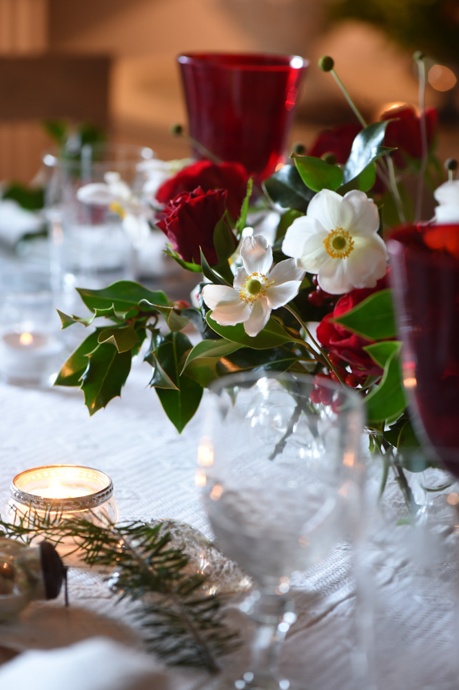 Close up on red Christmas table settings- red christmas decoration ideas- MY FRENCH COUNTRY HOME