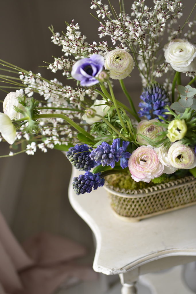 blue and white flowers for the weekend - MY FRENCH COUNTRY HOME 7870efa38