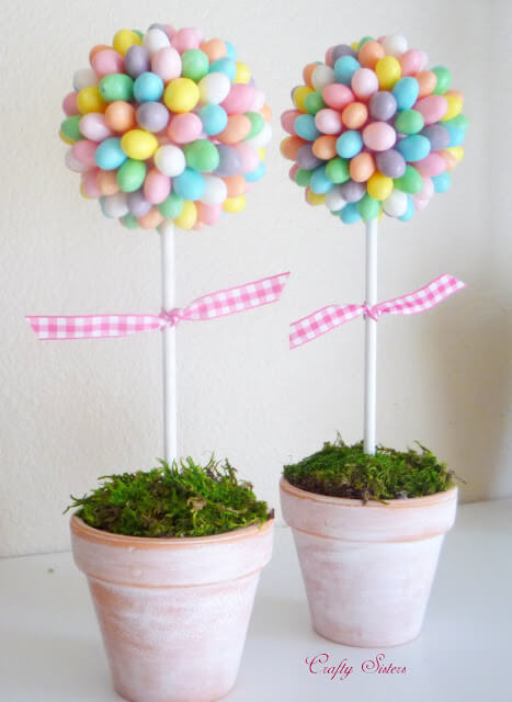 Easy Easter Decorations For The Home:Are you looking for DIY Easter decorations ideas? These homemade Easter decorations include Easter decor ideas with eggs, Easter centrepieces, Easter decorations table and so much more! Plus, if you're after Easter crafts for adults, Easter crafts kids or Easter crafts decorations, these ideas are brilliant. #easterdecorations #eastercrafts #easterdecor #diy #masonjars #homemade