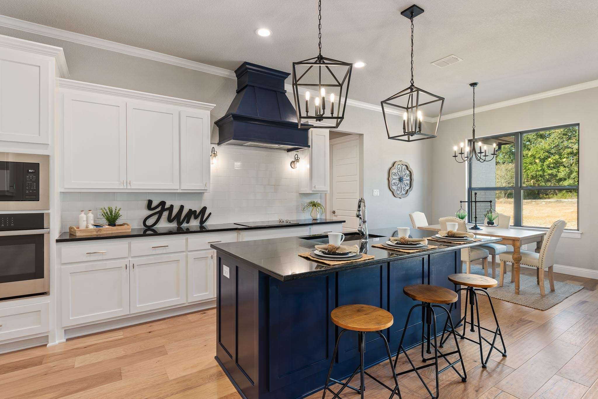 Farmstyle kitchen with blue island