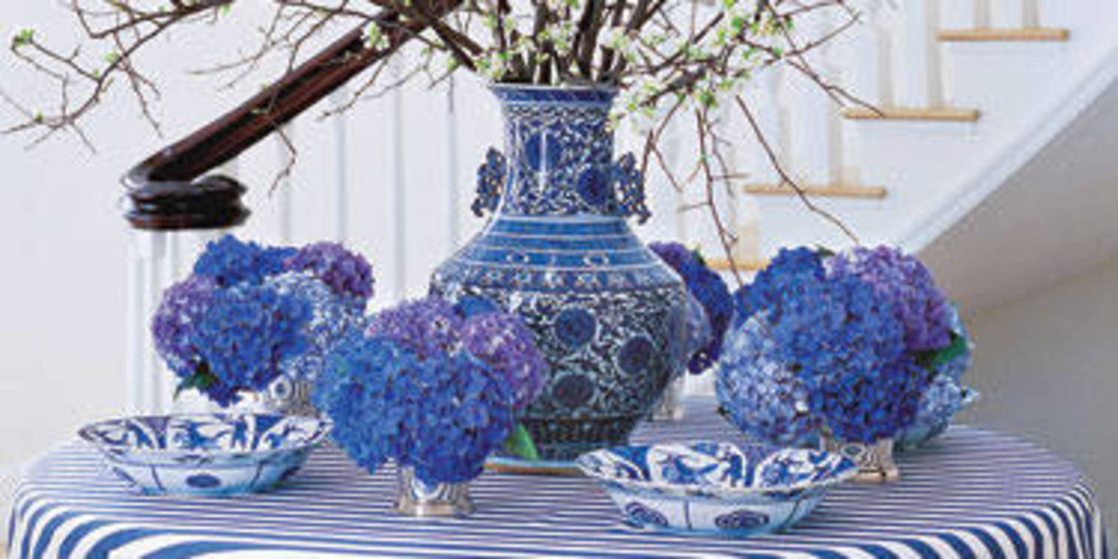 Best 8 Ways To Decorate With Blue And White Blue And White Decor This Month