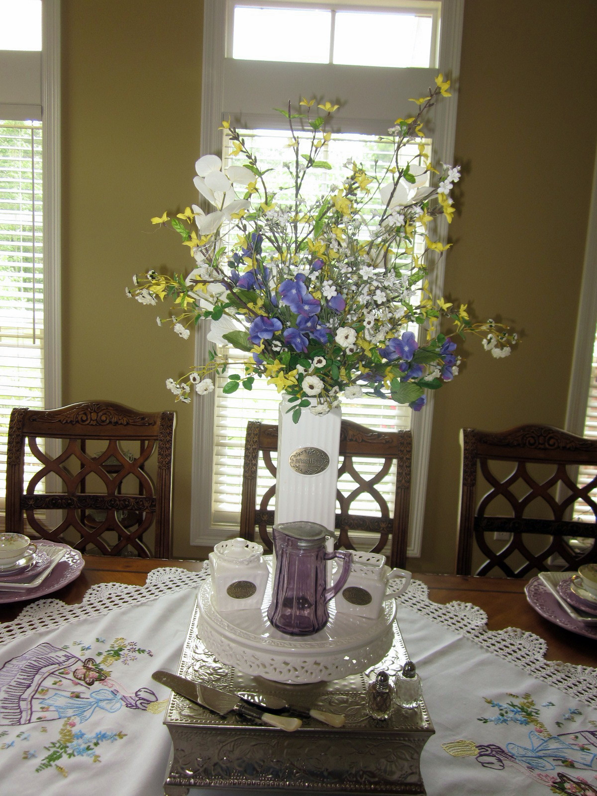 Best A Southern Belle Dishes On Decor Tablescape Southern Belle This Month