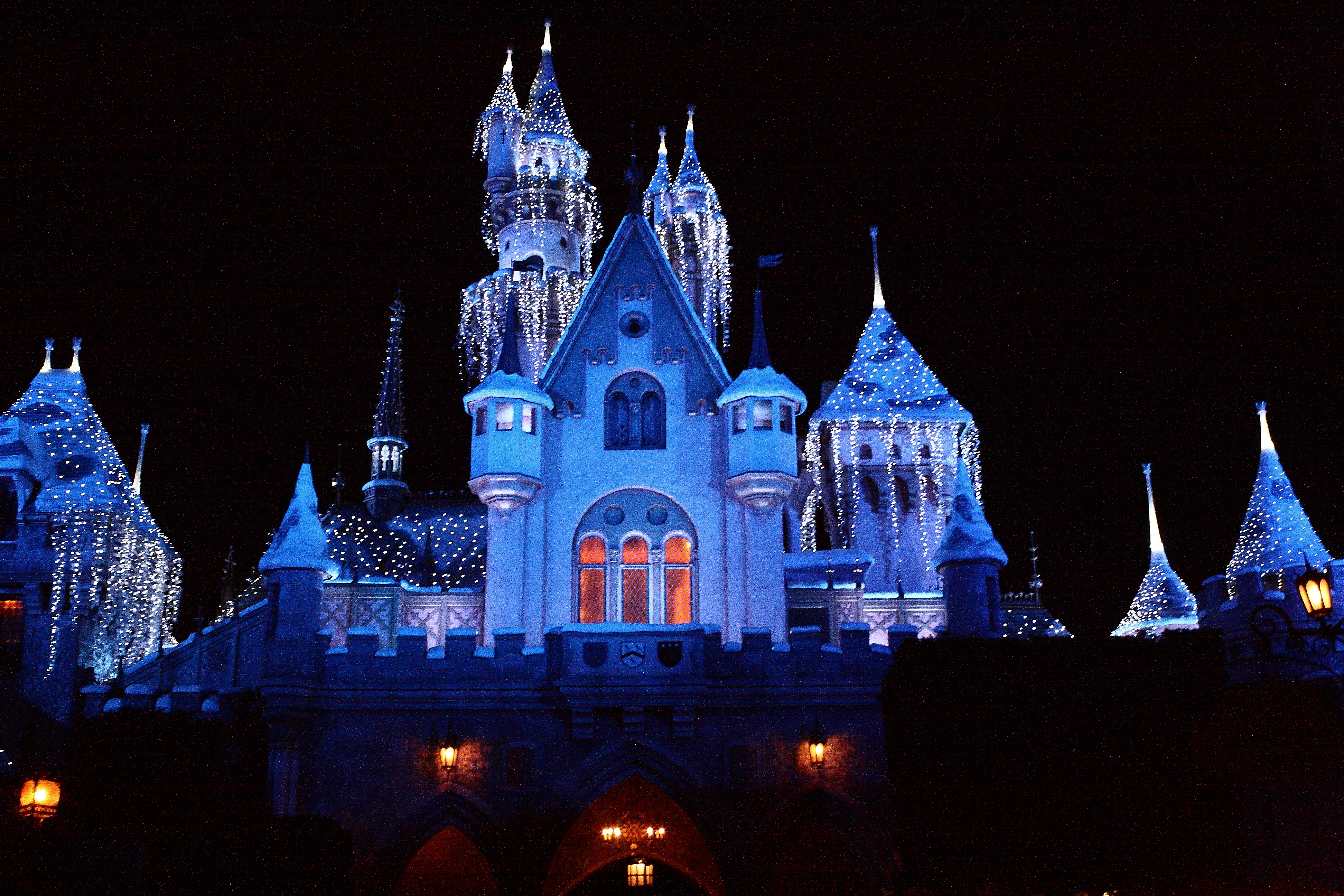 Best File Disneyland Castle Christmas Decorations Jpg This Month