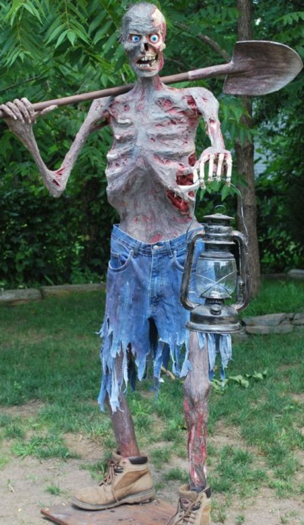 Best 25 Scary Halloween Decorations For Outdoor Party This Month