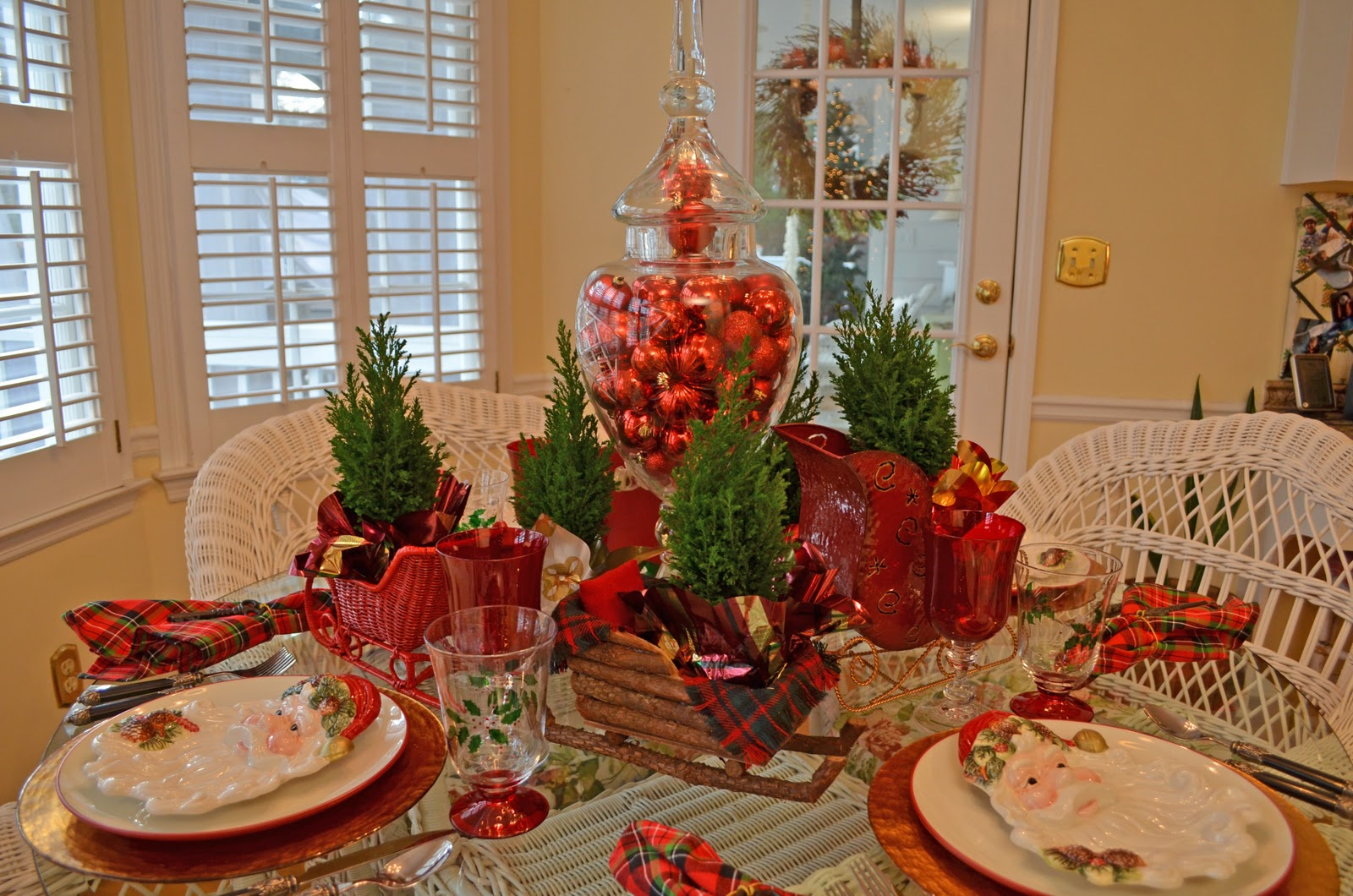 Best Santa Themed Tablescape With Santa Plates And A Sleigh This Month