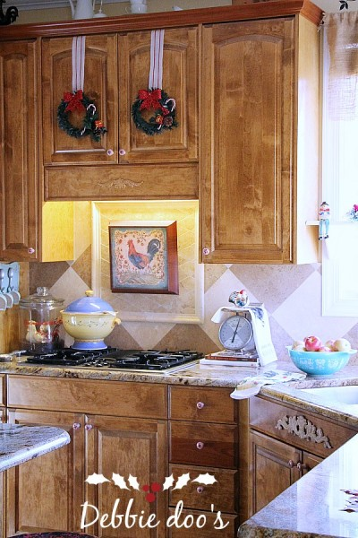 Best Easy Christmas Decorating Ideas For The Kitchen Debbiedoos This Month