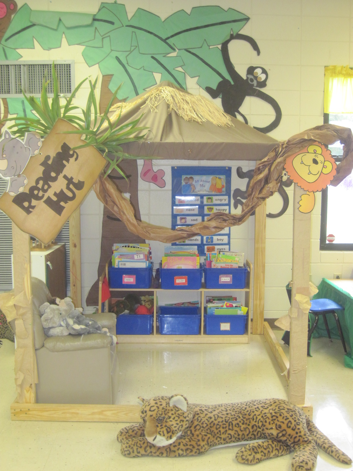 Best 14 Stunning Classroom Decorating Ideas To Make Your This Month