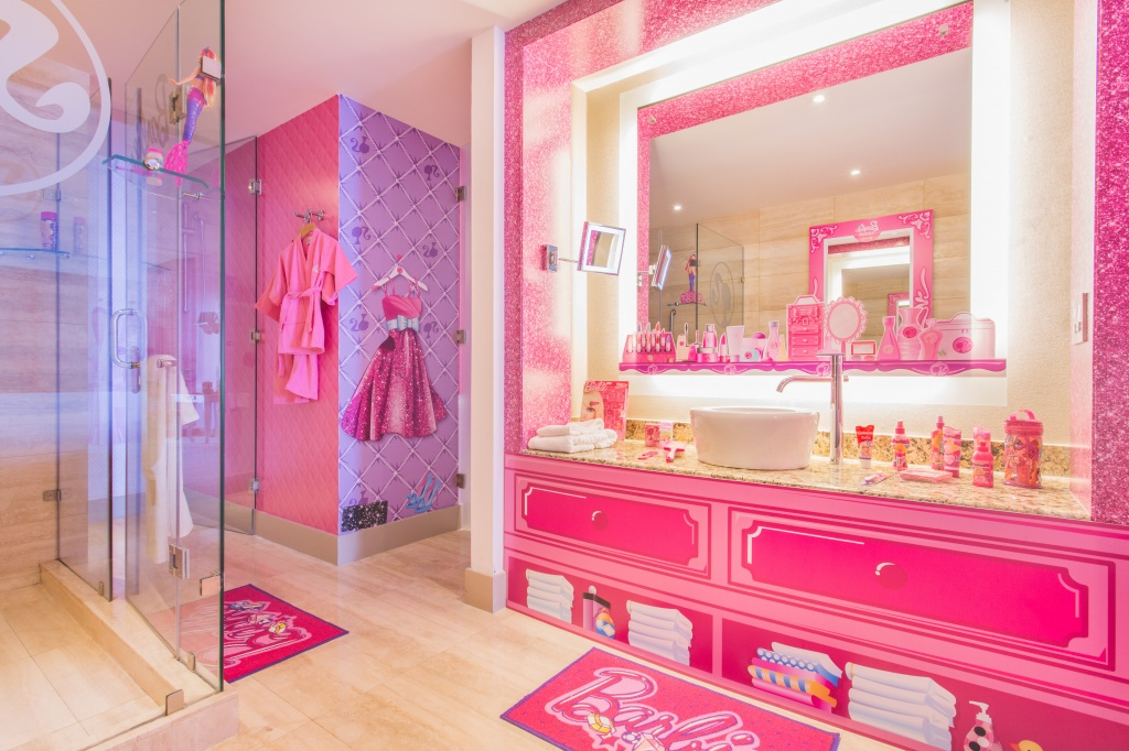 Best A Look Inside The World S Only Barbie Themed Hotel Room This Month
