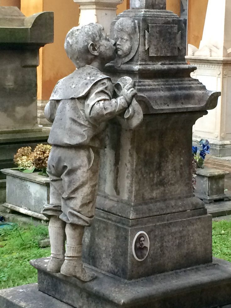 Best 25 Unusual Headstones Ideas On Pinterest Cemetery This Month