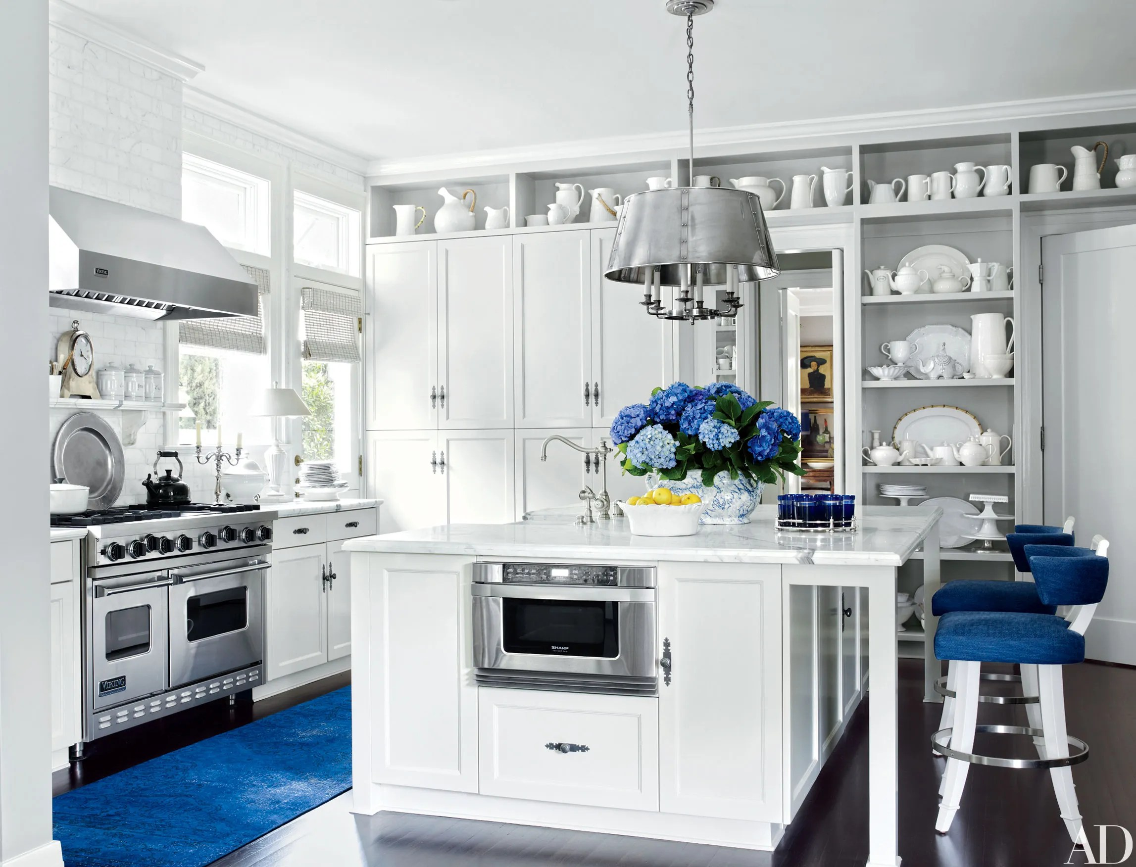 Best 30 Rooms That Showcase Blue And White Decor This Month