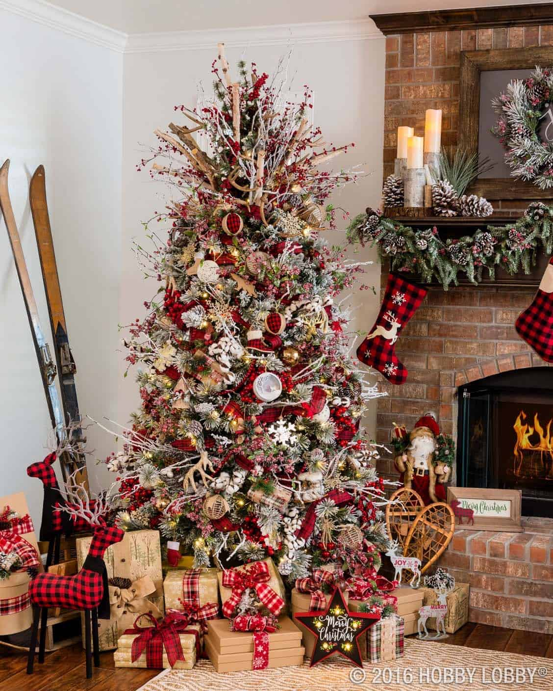 Best 30 Most Amazing Christmas Decorated Trees For Some Holiday This Month
