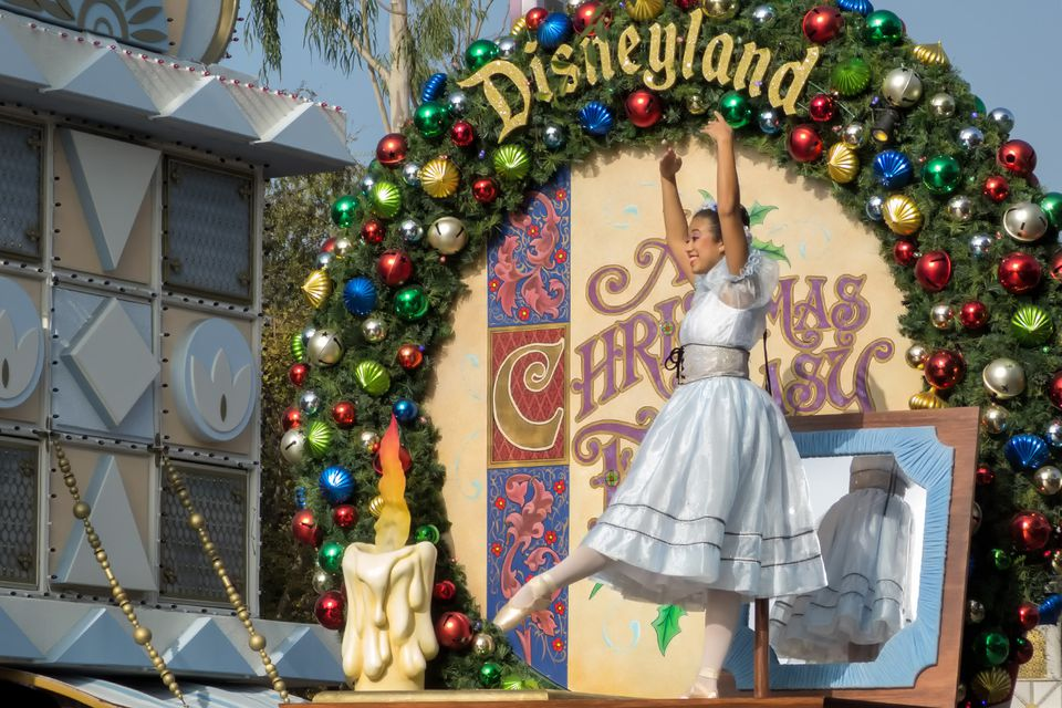 Best Going To Disneyland At Christmas Pros And Cons This Month