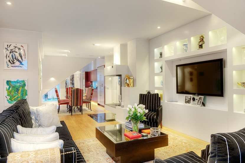 Best Tastefully Decorated Apartment With Open Floor Plan This Month