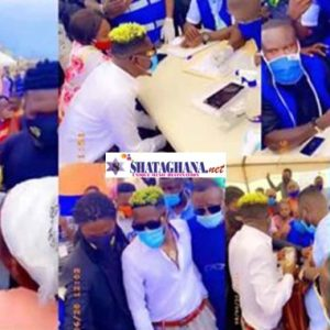 Shatta Wale registering for his voter's ID at Korle Gono; shares cash
