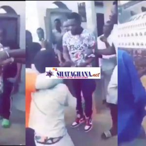 Rapper Paedae shares money to kids in his area