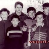 1988 г. Районные соревнования. Слева направо: Аслан Хутаев, Муслим Назаев, Аслан Хубаев, Зураб Хасиев, Асламбек Джамбеков, Сулим Тепсаев, Муса Дурдышев, Бислан Хутаев.