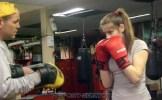 Сестра Сулима - Роза тоже тренируется вместе с ним