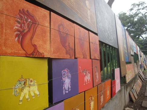 An afternoon walk around Vaharamahadevi Park allows you to check out the work of local artists.