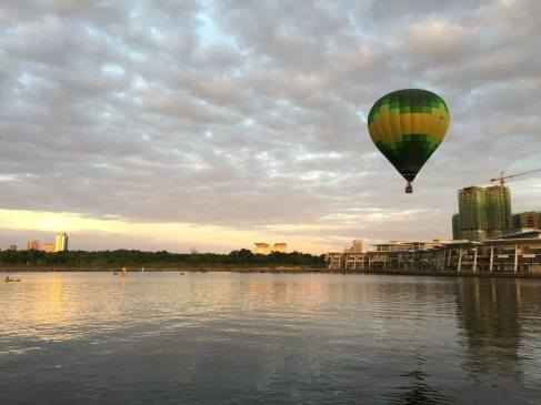 A hot air balloon marks the start of the Putrajaya Aquathlon.