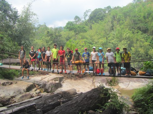 Here are all the 16 students all eager to make a jungle trek.