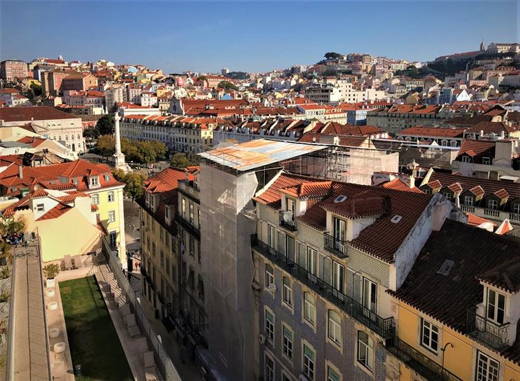 The red roof houses of Lisbon city