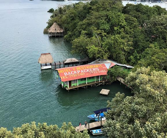 Hotel y Restaurante Backpackers Rio Dulce