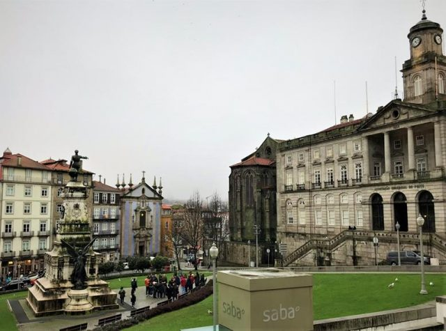 Palacio de Bolsa and the square around