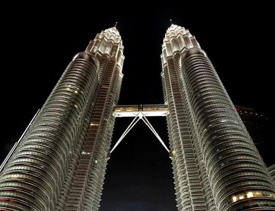 Petronas Twin Tower beautifully lit at night