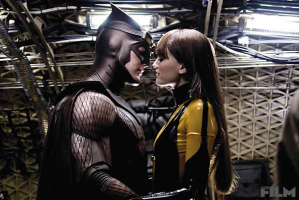 Patrick Wilson as Nite Owl and Malin Ackerman as Silk Spectre in Zach Snyder's Watchmen (2009).
