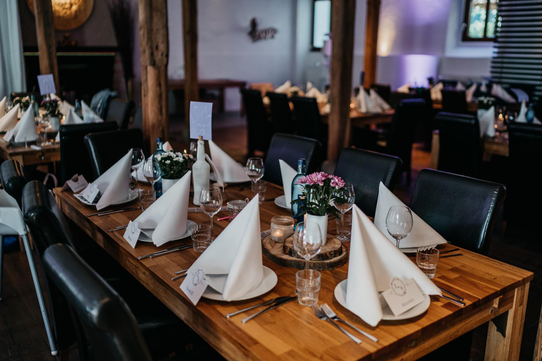 Sommerhochzeit auf Hofgut Hohenstein Tischdekoration