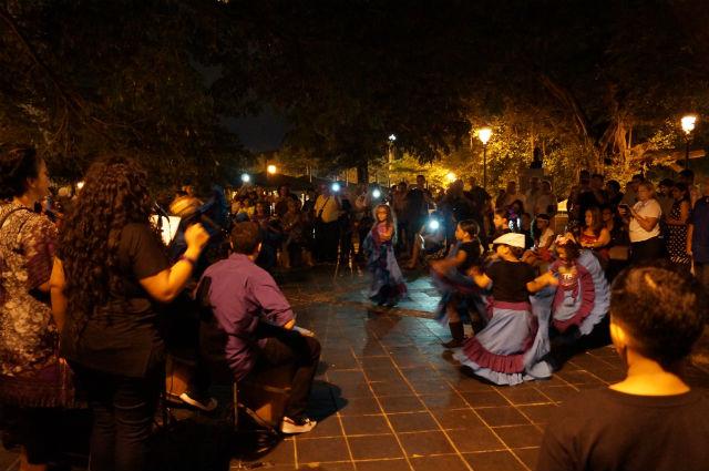 Discovering San Juan Puerto Rico - Girls dancing in Old San Juan