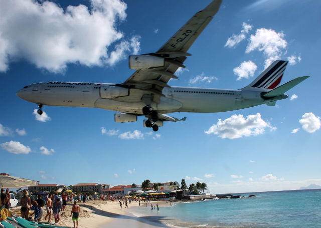 Airplanes and Beaches - Air France Landing at Princess Juliana