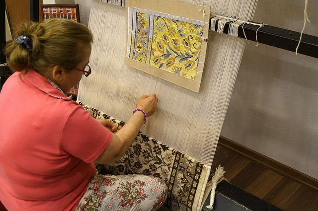 My Day at Ephesus and Kusadasi Turkey - Carpet Weaving